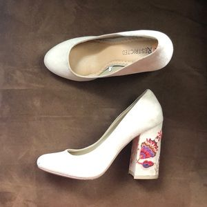 Taupe Restricted Heels with embroidered detail